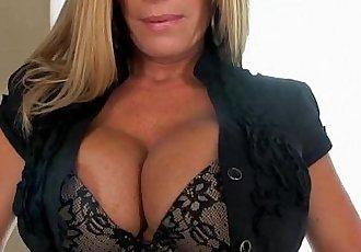 Porn star Kristal Summers drinks her oral creampie - 10 min