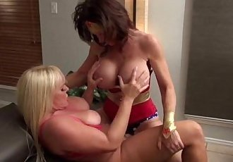Cosplay Milfs DeauxmaLive & Alexis Fuck with Strapon!HD