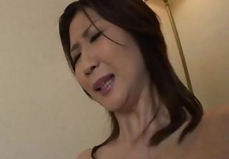 Lonely housewife Nanako Yoshioka seduces the tv repair guy - 5 min