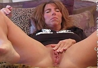 Filming her own orgasm - 3 min