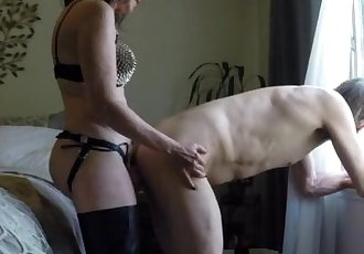 mature lady anal fucks her husband for tokens on universalcamgirl.com