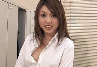 小姐 Rino 讓 她的 感謝 與 一個 討厭的 腳交 - 59 sec