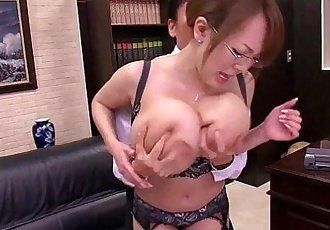 亞洲 與 巨大的 胸部 - freexcamnet - 5 min