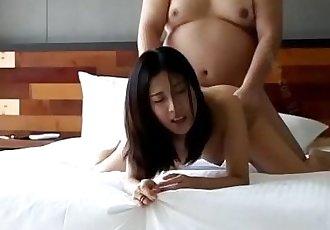 脂肪 家伙 乱搞 年轻的 亚洲 贝贝 - mywebcamfantasycom - 11 min