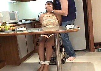 成熟 黑發 與 大 胸部 綁 起來 和 摸索 起來 - 8 min