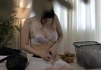 亚洲 女孩 按摩 手指 和 搞砸 与 玩具 通过 的 按摩师 上 的 床 - 8 min
