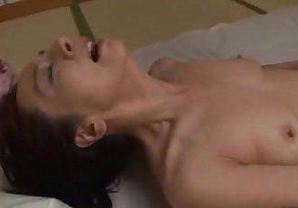 成熟 女人 在 連褲襪 手淫 手淫 她自己 使用 振動器 上 的 M - 8 min