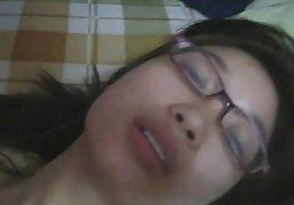 热 青少年 亚洲 与 眼镜 - 在 jizzercamsgoldroscom - 7 min