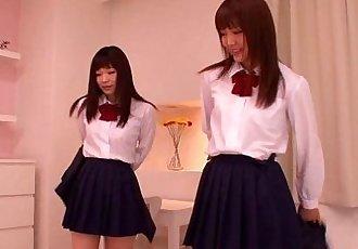 可爱的 亚洲 女学生 同性恋 乐趣 在 彻夜狂欢 - 8 min hd