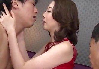 亚洲 妻子 绫 萨基 喜欢 他妈的 在 三人行 - 12 min