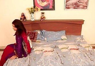 Shruti bhabhi - नà¥?à¤?र à¤?र à¤?à¤?à¤2à¤?à¤?न romance with Servant in..