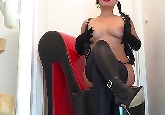 热 亚洲 情妇 pornbabetyra 高跟鞋 脚 和 靴子 恋物癖