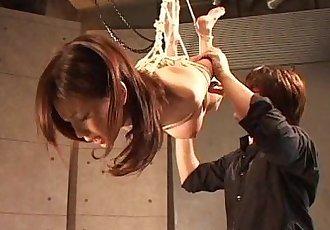 亚洲 荡妇 挂 上 的 绳索 作为 她的 纺 - 8 min
