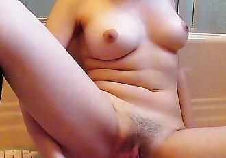 Asian babe cums on new toy