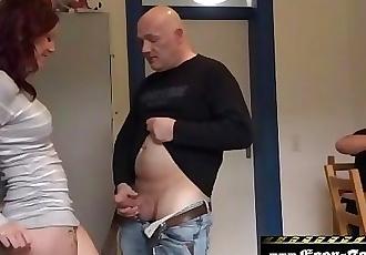 18Jährige in den Arsch gefickt,und Ihr Bruder schaut zu.