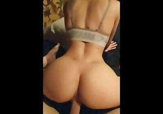 Gymshark girl with perfect ass loves riding his big cock