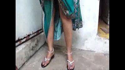 indian aunty pissing - 40 sec