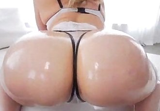 Beautiful Mia malkova shaking her perfect bubble butt with oil