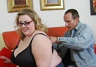 Large beautiful woman fucking