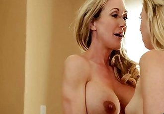 Colleges MILFs Blondes Brandi Love, Tara Morgan, Halle Von, Goldie Rush