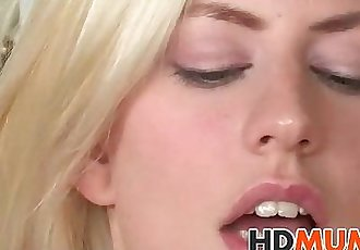 Mums wet pussy is tasty - 7 min