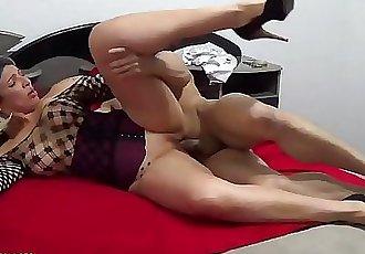 DEMO-LOIRA MADURA MUITO GOSTOSA COM AMIGO DOTADO 5 min 1080p