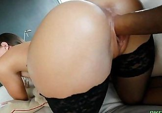 Big Bottom White Girl Taking Massive Dick Jamie JacksonHD