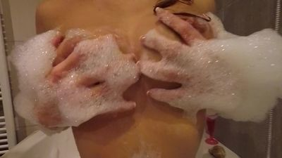 Claudia in : Blowjob, Doggy & Bubble bath