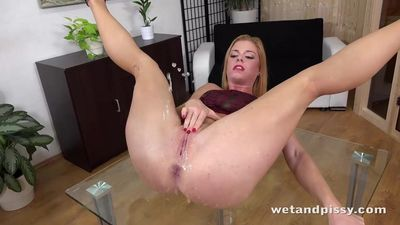 Babe licks her piss off table before frantic pussy play