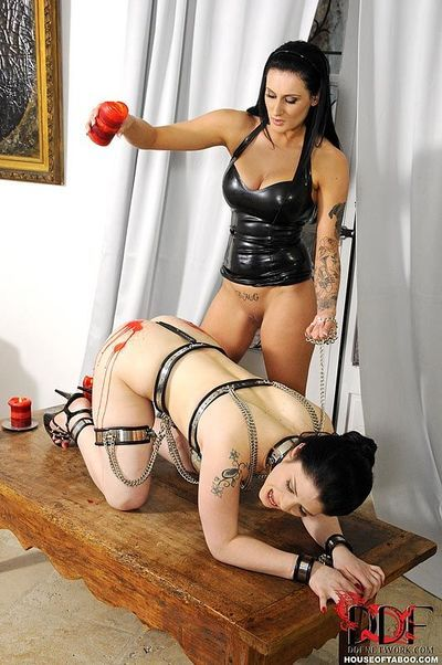 Lesbian fetish action with spanking in latex feauturing Isla and Lucia Love