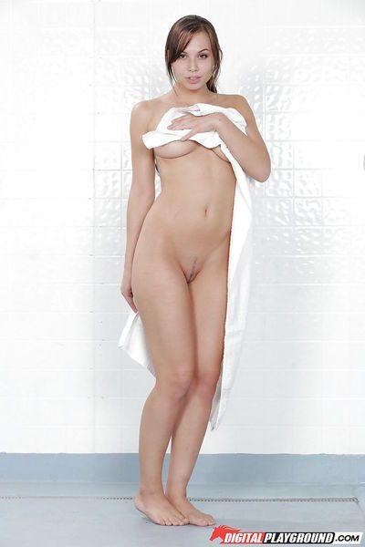 Leggy pornstar Aidra Fox showing off trimmed vagina in the shower