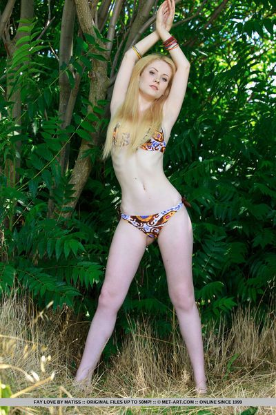 Blonde glamour babe Fay Love freeing tiny teen tits from bikini outdoors
