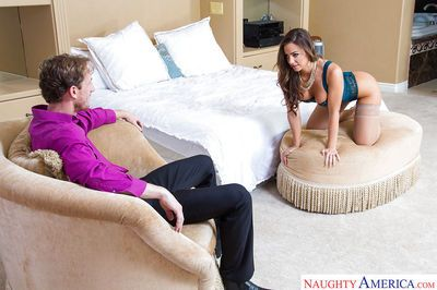 Pornstar wife Abigail Mac takes time to give her hubby a blowjob