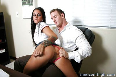 Curvy pornstar Angelina Valentine prefers working with big cocks