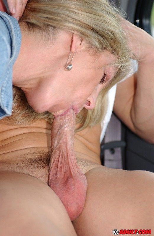 Blondine Blowjob in der Nähe