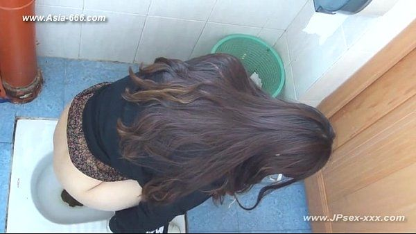 chinese girls go to toilet.13