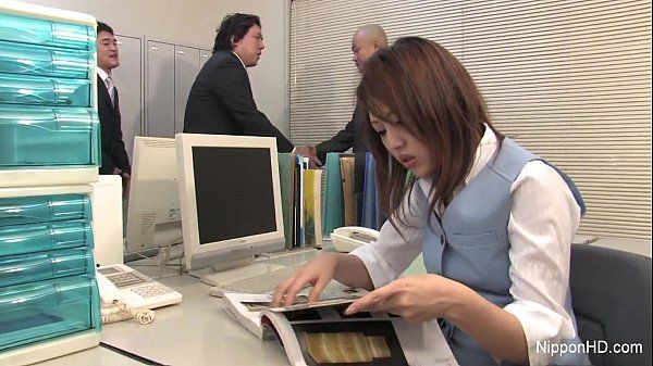 Japanese babe gets fucked in the office HD