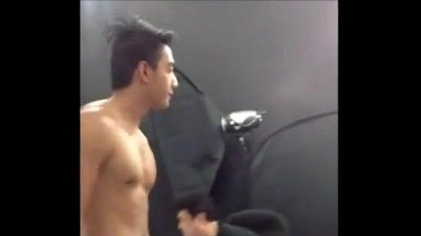 2 anh trai dep body nude khoe sịp