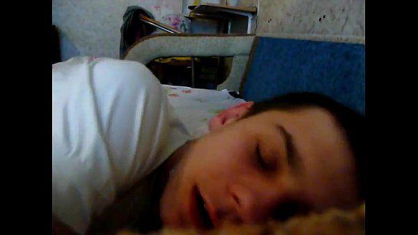 cumming su dormire amico