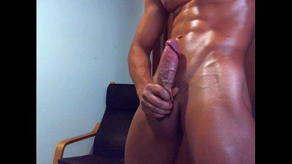Hot dude on webcam dance and jerk off