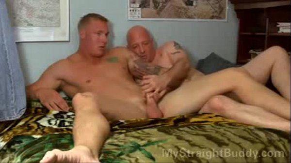 Exposed straight guys. More videos: LadoSensible.blogspot.com