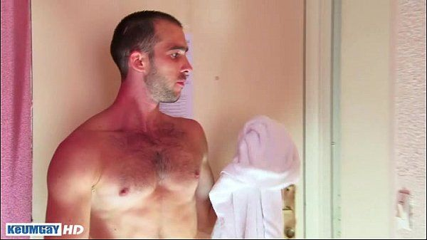 A sexy Sport guy get wanked under shower!