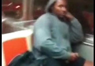 Negão Punhetando no Metrô
