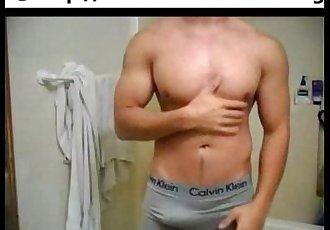 Web cam un chico musculoso se masturba pajea con una toalla