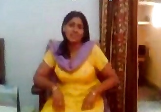 indian punjabi aunty showing boobs to young lover - 1 min 18 sec