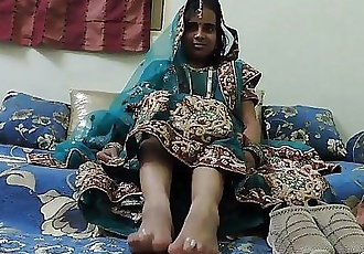 indian amateur bhabhi foot fetish - 1 min 42 sec HD
