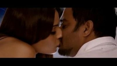 Bipasha Basu hot kissing scenes - 1 min 18 sec