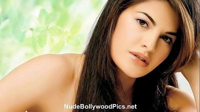 Hot Jacqueline Fernandez Nude - NudeBollywoodPics.net - 3 min