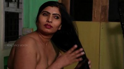 Desi Aunty Tempting Herself In Bathroom & Hot Romance With Servant - 7 min