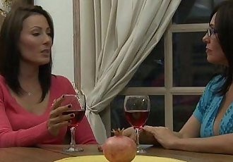 Zoey Holloway Introduces Raquel Sieb To MILF Lesbian SexHD